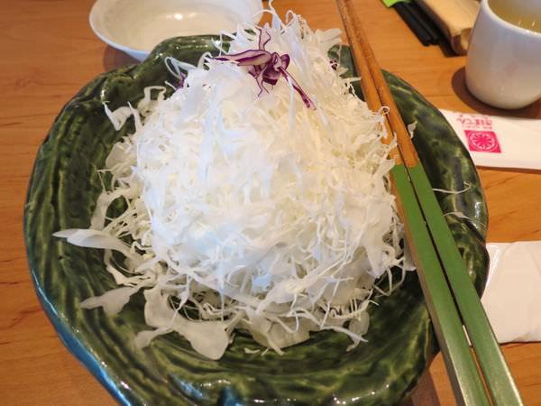勝博殿日式炸豬排@台北中信店, 餐點, 高麗菜絲