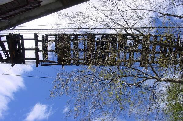 闖北橫Ⅱ 601 巴陵招牌吊橋