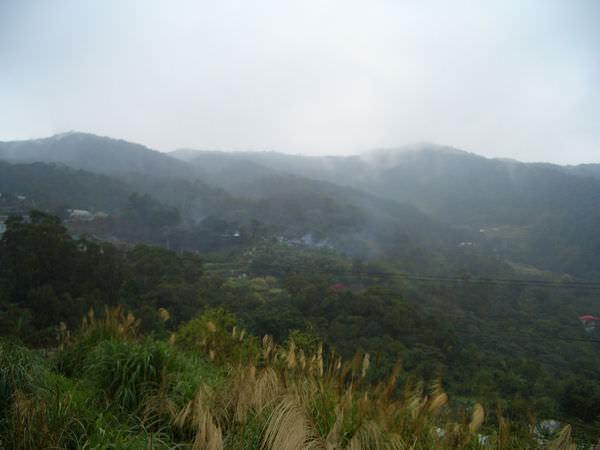 內湖採草莓 11-想拍山中霧氣形成的屢屢輕煙