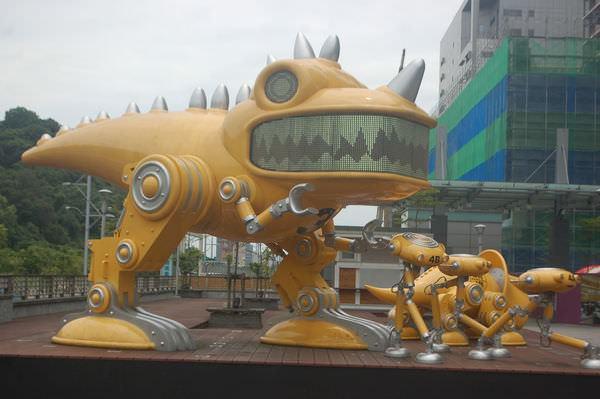 南港火車站, 暴龍
