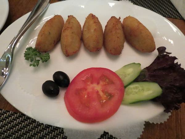 新帆船澳門葡國餐廳, 餐點, 薯茸馬介球