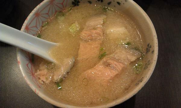 漁樂生魚片.丼飯 永春店, 鮮魚味增湯