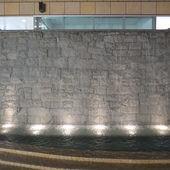 美麗華百樂園, 瀑布牆