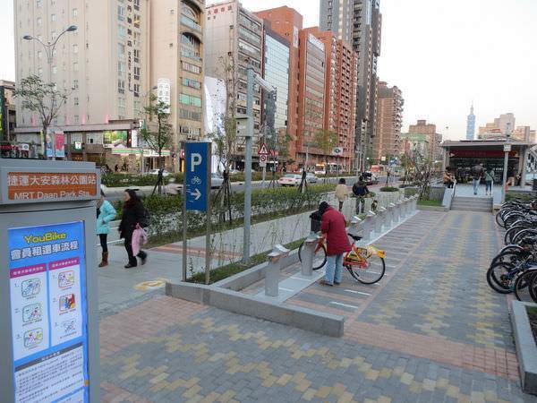台北捷運, 紅線, 信義線, 大安森林公園站, 2號出口, YouBike