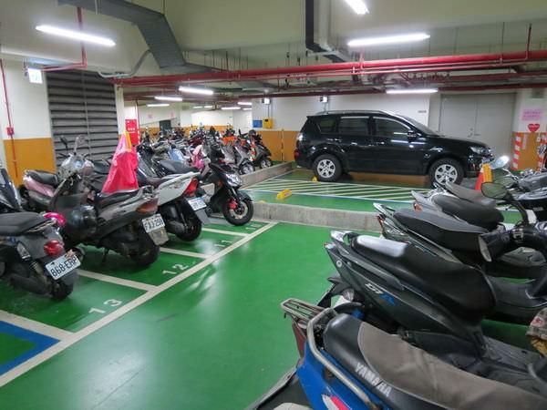 信義國小地下停車場, 捷運台北101/世貿站, 台北市信義區