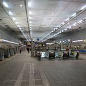 台北捷運, 紅線, 信義線, 中正紀念堂站, 上層月台層