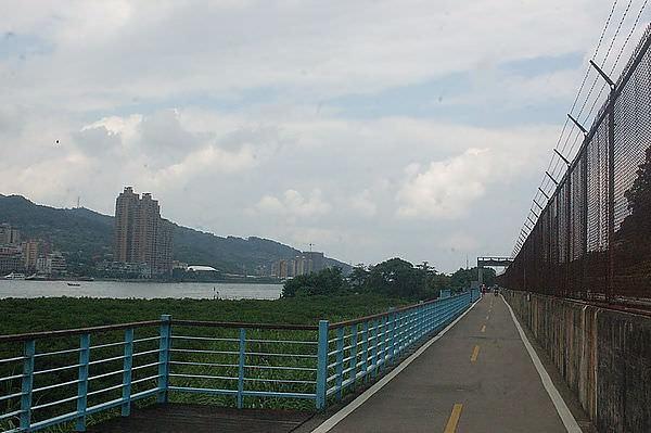 淡水金色水岸腳踏車道