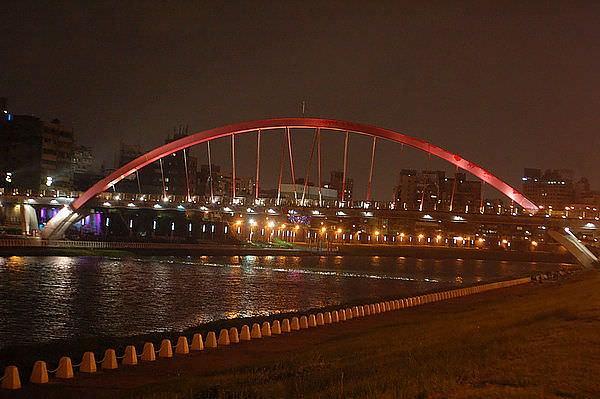 彩虹橋,基隆河右岸腳踏車道
