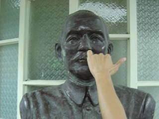 惡搞國父銅像3