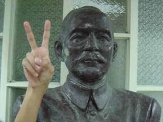 惡搞國父銅像4