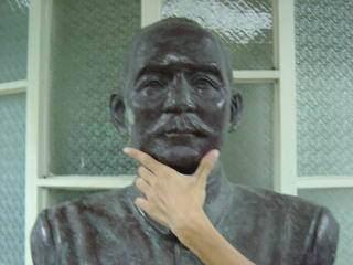 惡搞國父銅像2