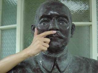 惡搞國父銅像6