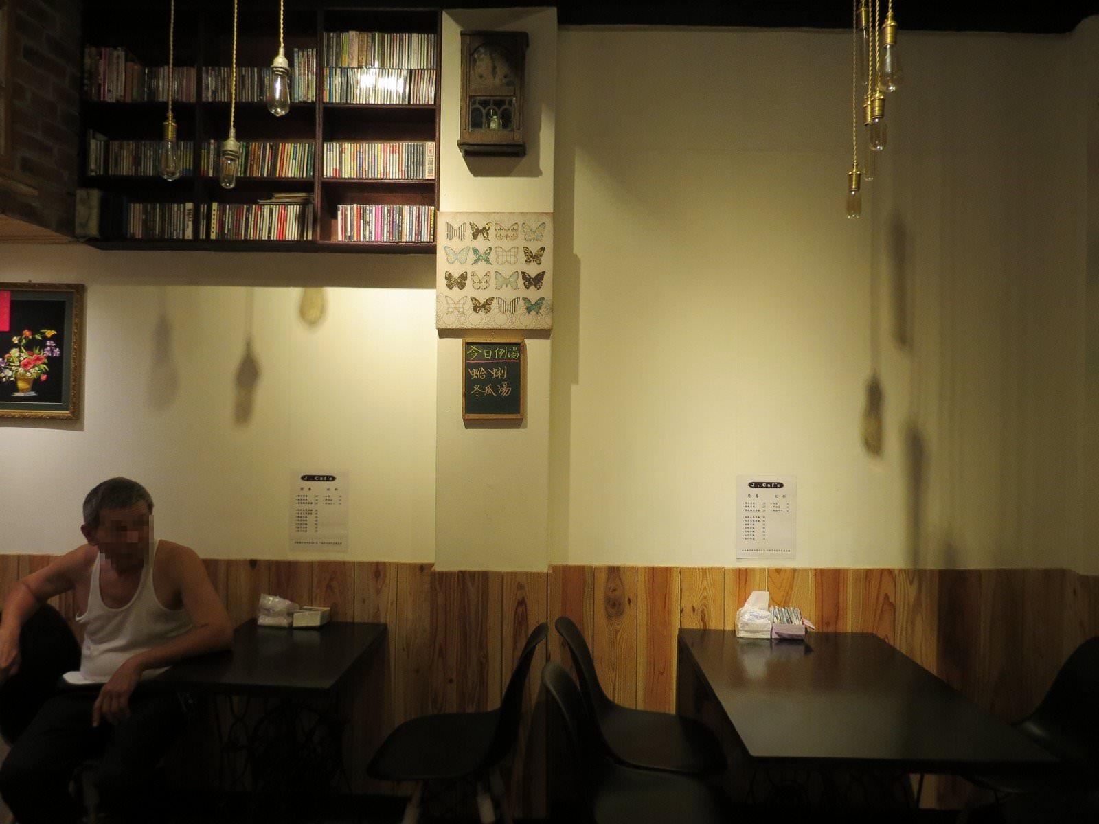 J. Caf'e, 餐點, 裝潢布置