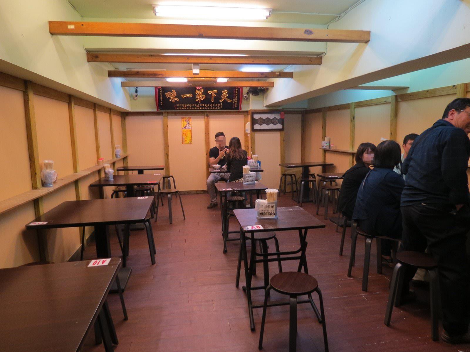 阿鴻知高飯‧鱸魚湯@廣州街夜市, 用餐空間