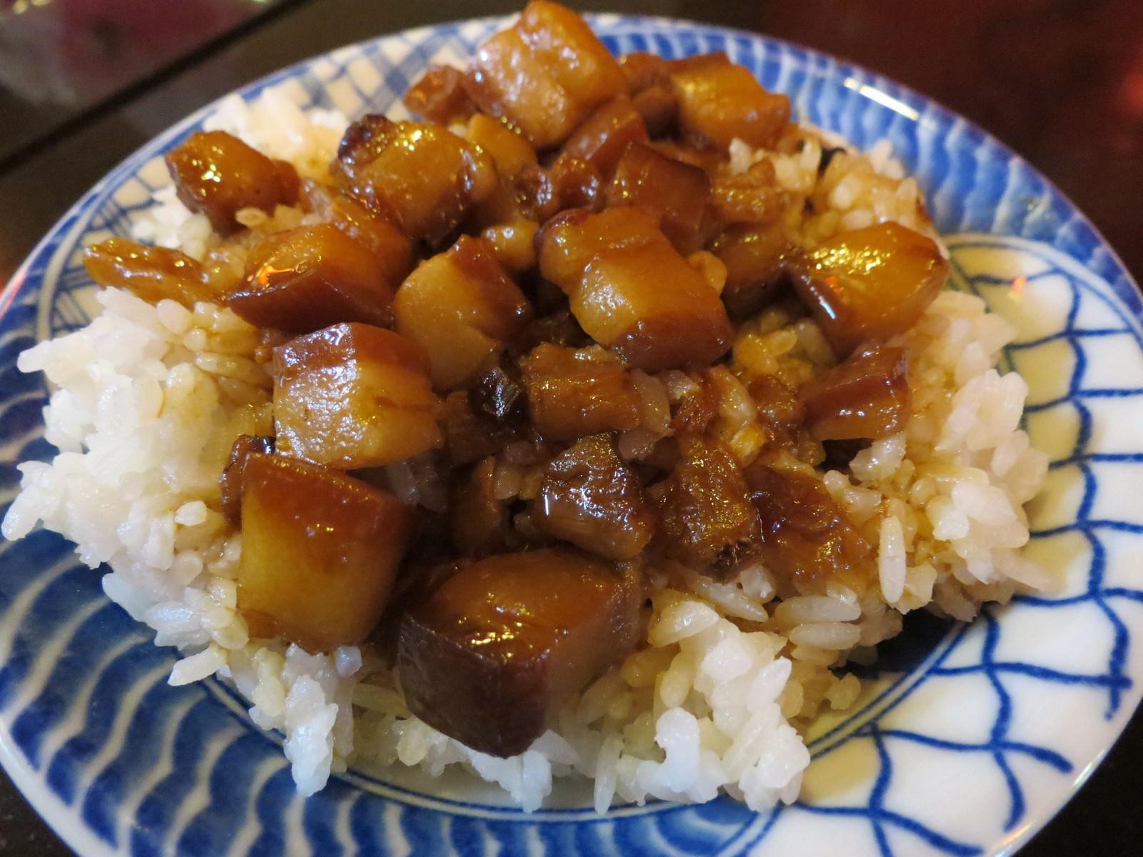 阿基師紅麴排骨酥麵, 餐點