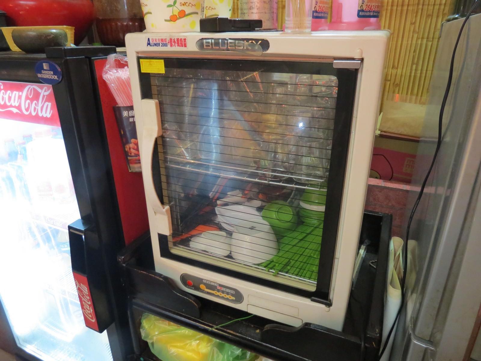 阿基師紅麴排骨酥麵, 餐具區