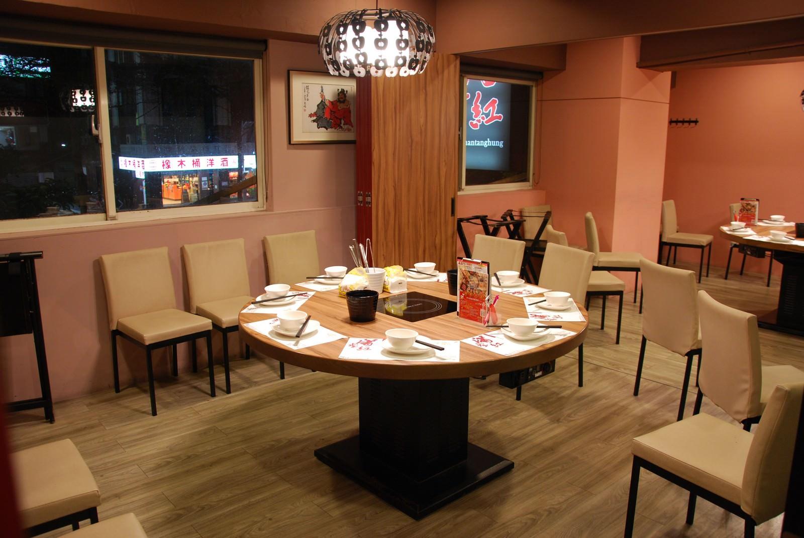 滿堂紅頂級麻辣鴛鴦鍋@台北松江店, 內部裝潢與用餐空間