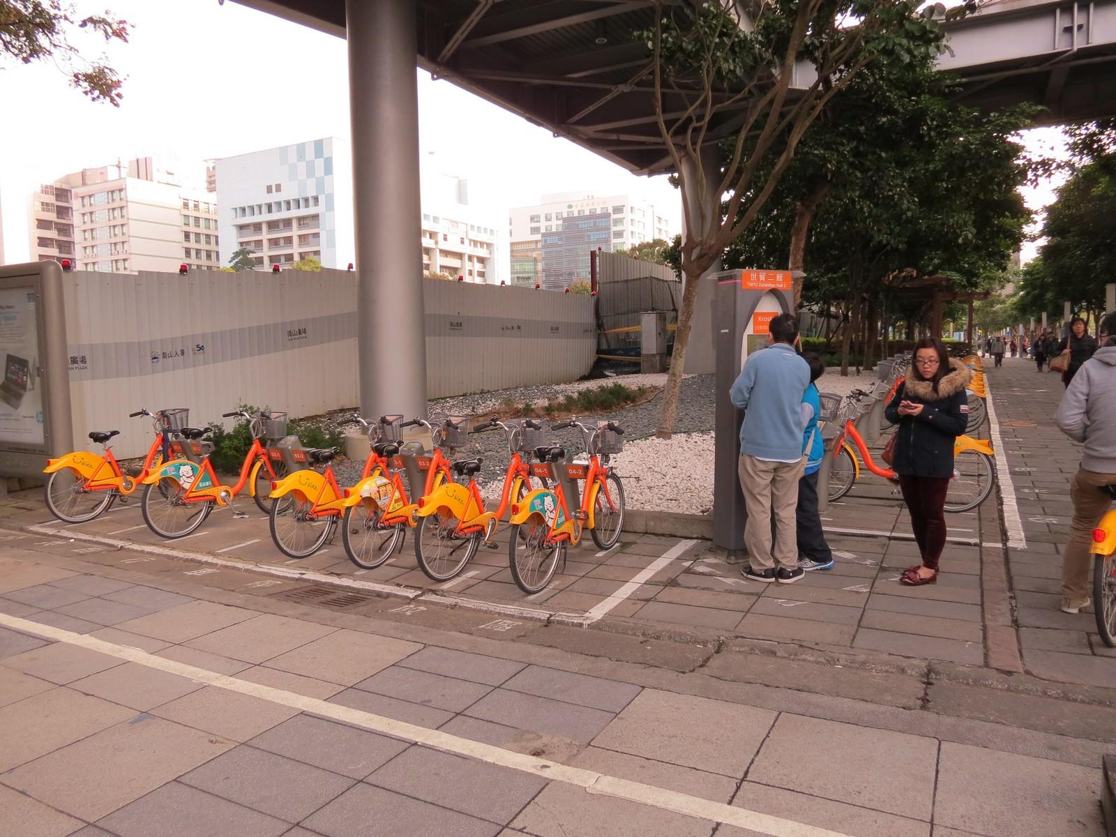 台北信義威秀影城, 交通