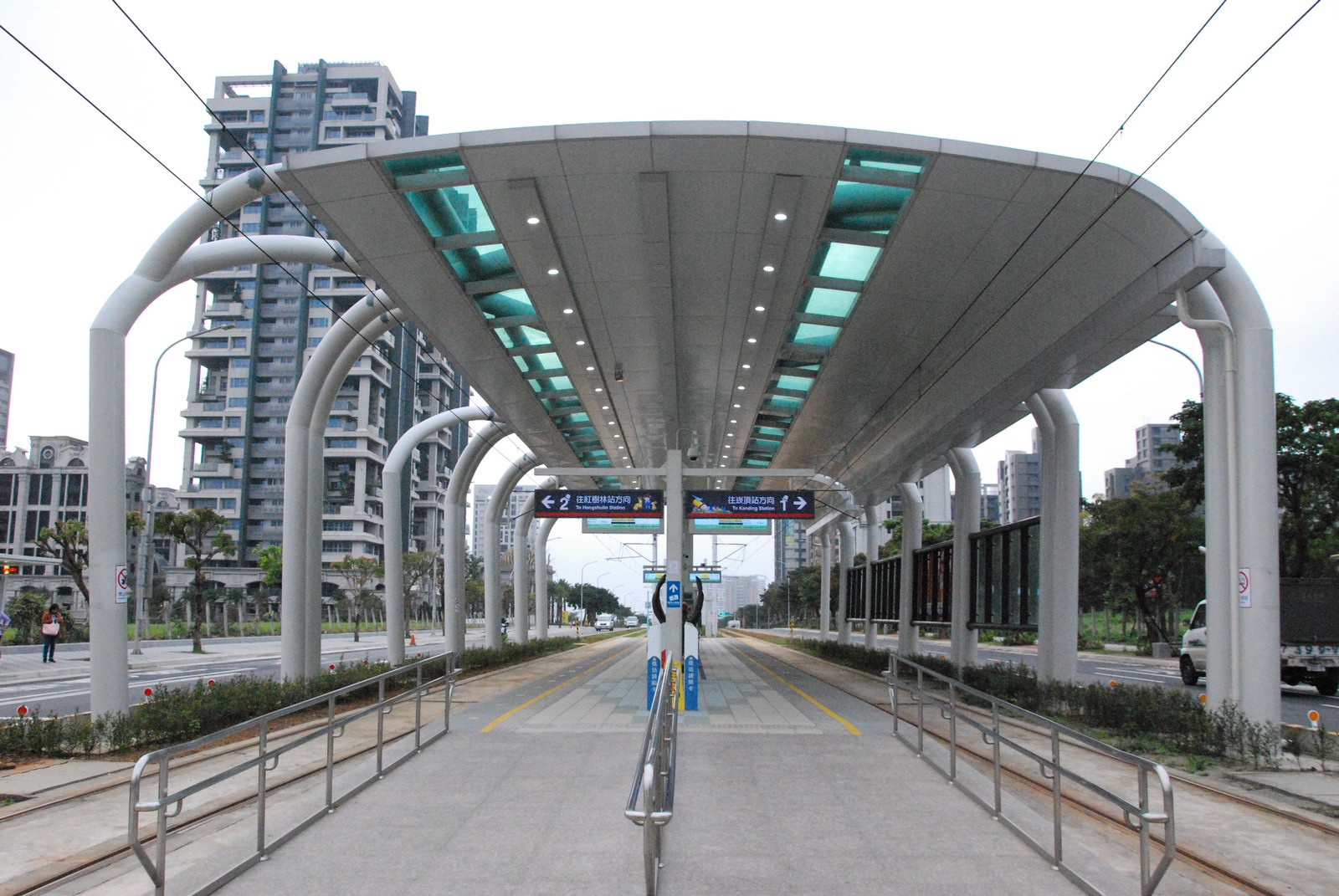 淡海輕軌綠山線, 輕軌濱海義山站, 月台