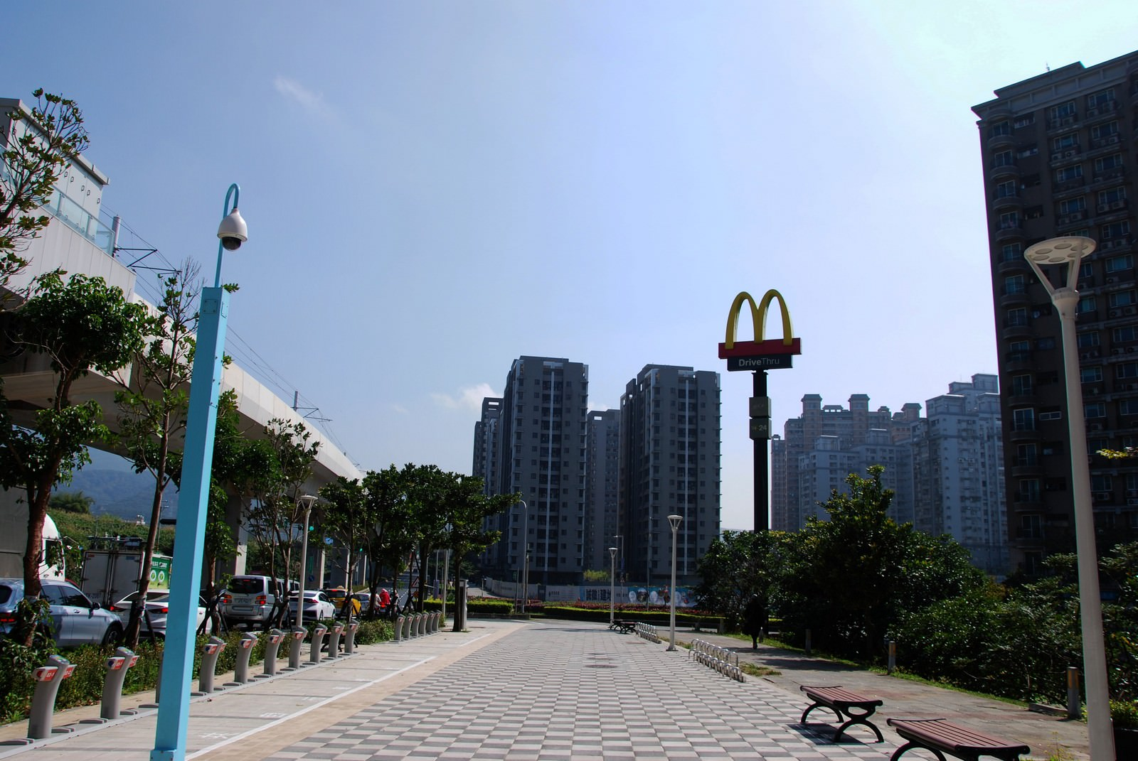 淡海輕軌綠山線, 輕軌新市一路站, 周邊環境