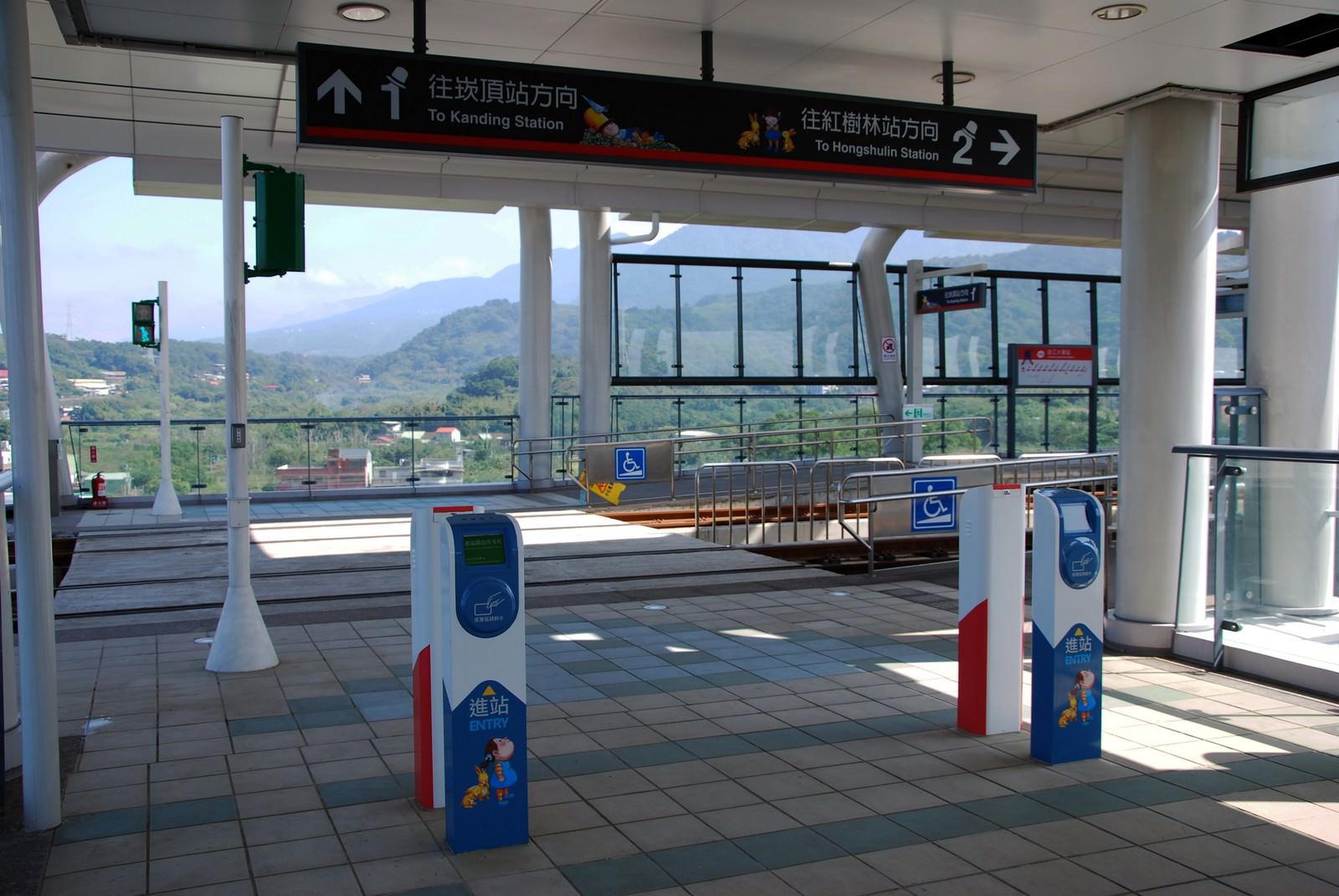 淡海輕軌綠山線, 輕軌淡江大學站, 刷卡機