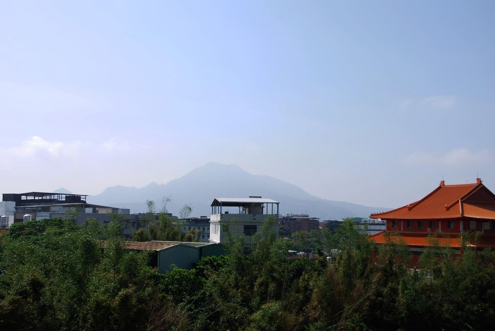 淡海輕軌綠山線, 輕軌淡江大學站, 周邊環境