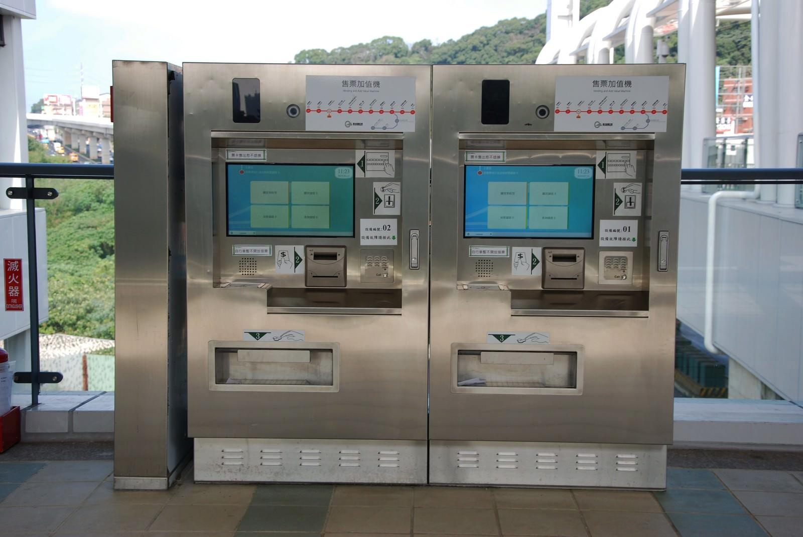 淡海輕軌綠山線, 輕軌淡金鄧公站, 售票加值機