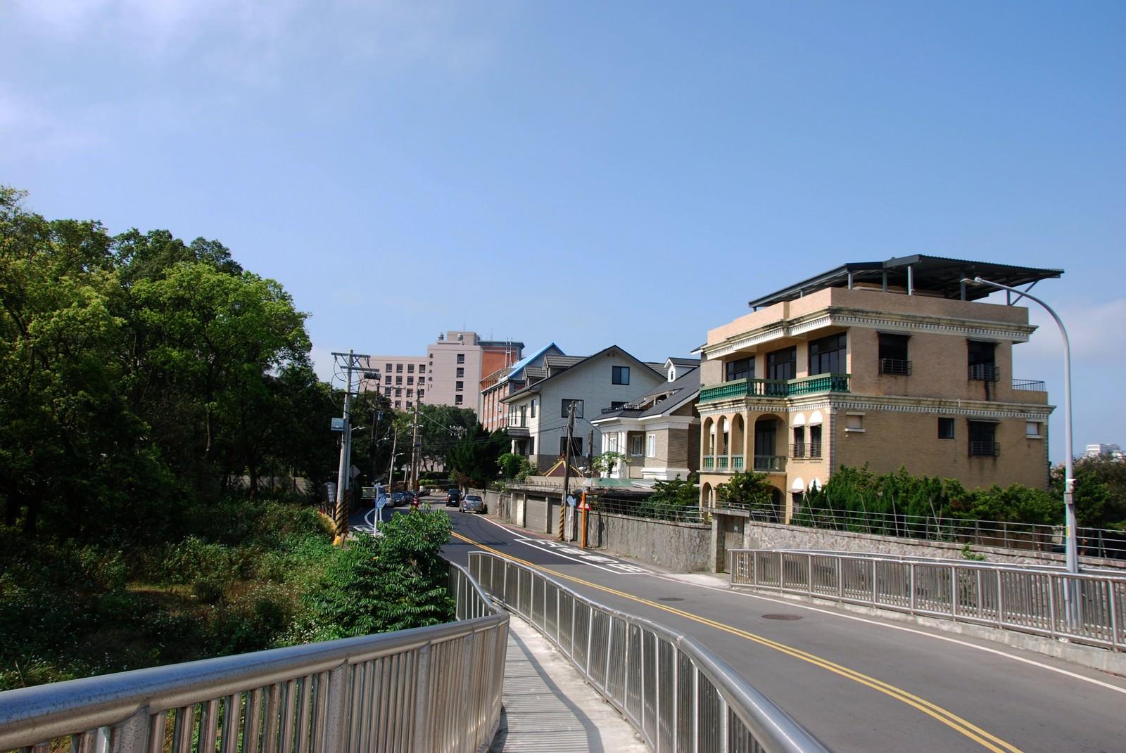 淡海輕軌綠山線, 輕軌淡金鄧公站, 周邊環境