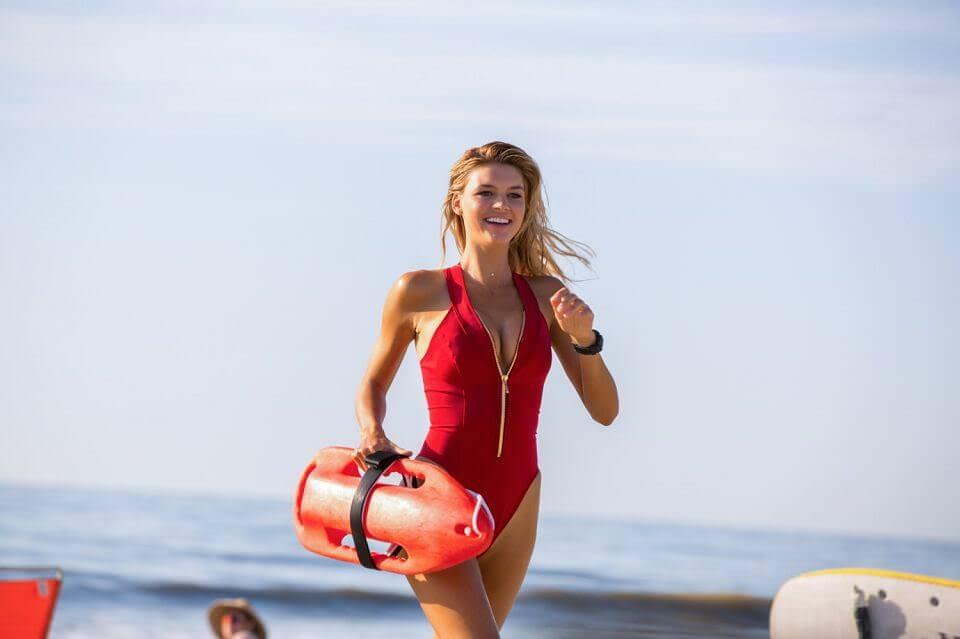 海灘救護隊:別管劇情,肉片養眼就好?┃影評