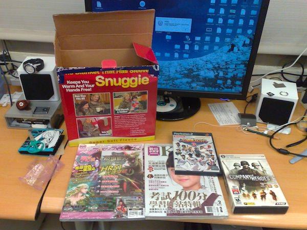 內容物:遊戲片兩片、過期雜誌兩本
