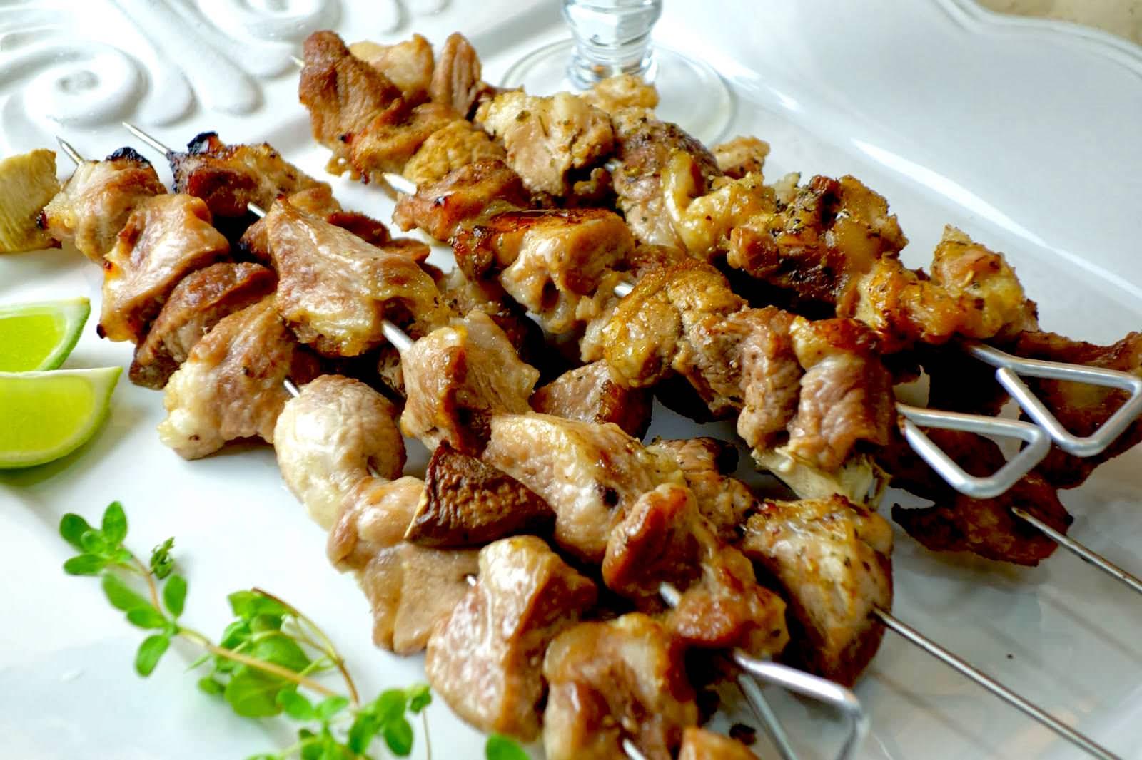 自製美味多汁的「鹽麴串烤豬肉」有什麼秘方?一個烤箱就能搞定的美味大餐!