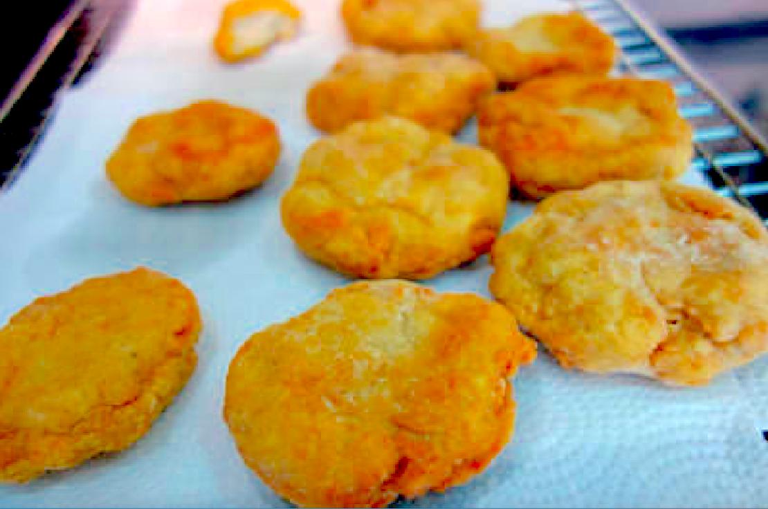 「自己做比速食店還好吃的麥克雞塊!」簡單的做法,不用再擔心吃到合成雞塊了!