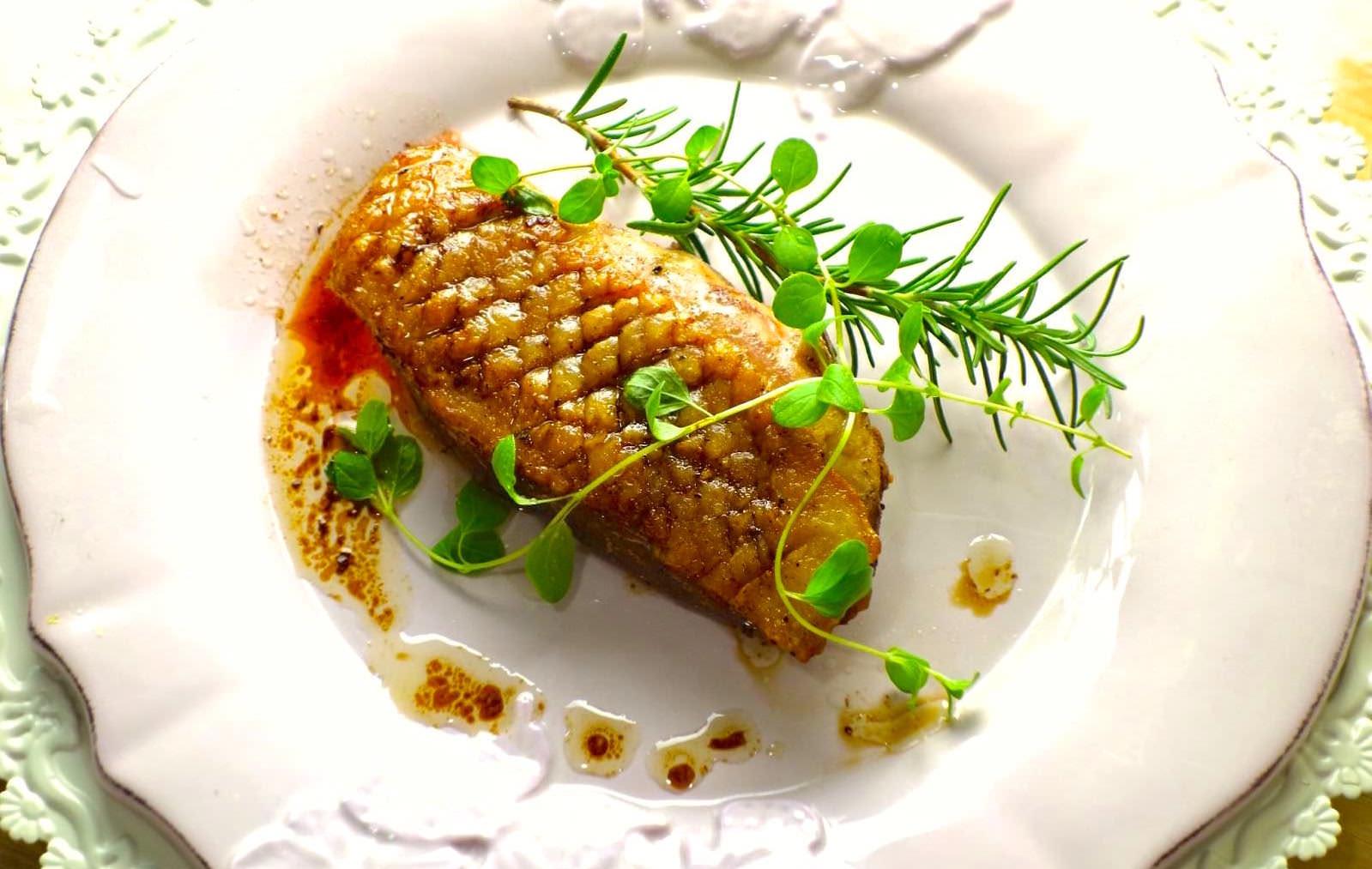 「鴨胸怎麼煎才能柔嫩又多汁?」其實嫩煎鴨肉要好吃,我們都忽略了這一個小步驟