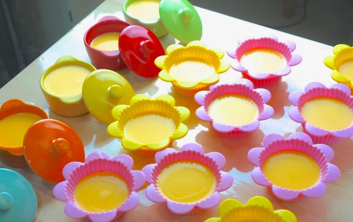 「如何做出完美的卡士達鮮奶布丁?」手工嫩蒸的香濃布丁,小孩都搶著吃