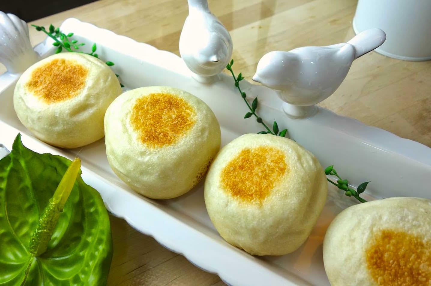 「平底鍋就能做麵包?」免揉麵團免烤箱,只要學會一個技巧就能輕鬆做!