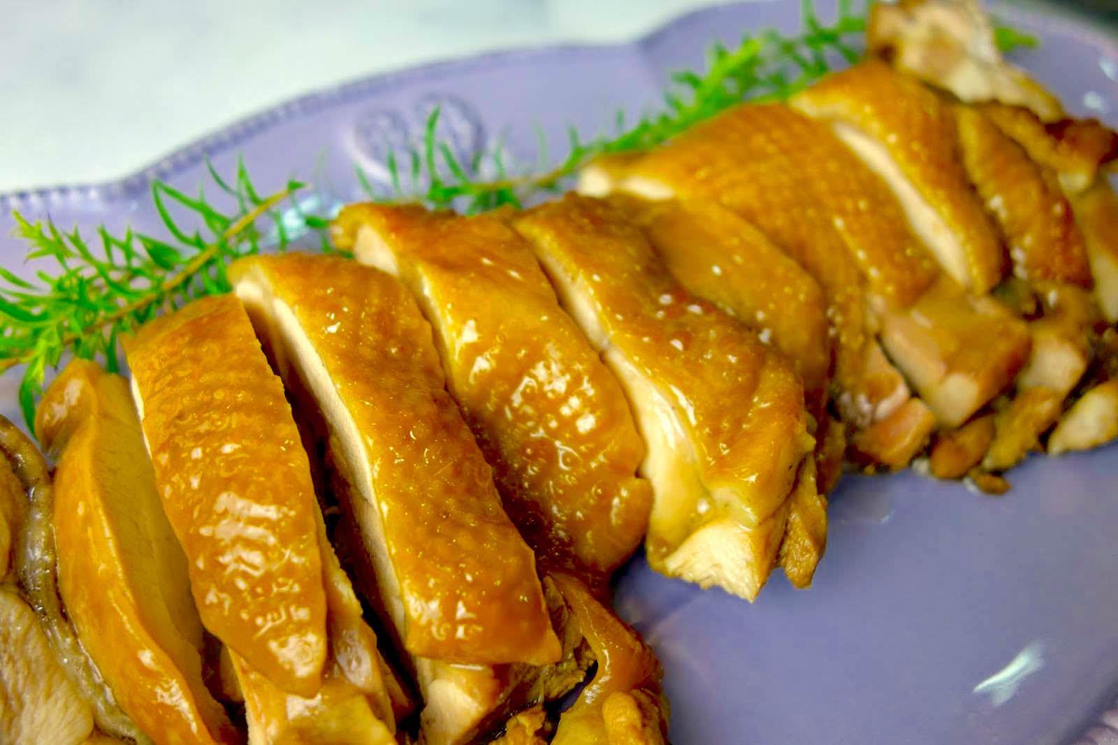 「用電鍋做港式玫瑰油雞」口感鮮甜肉多汁,只要3個步驟就完成!