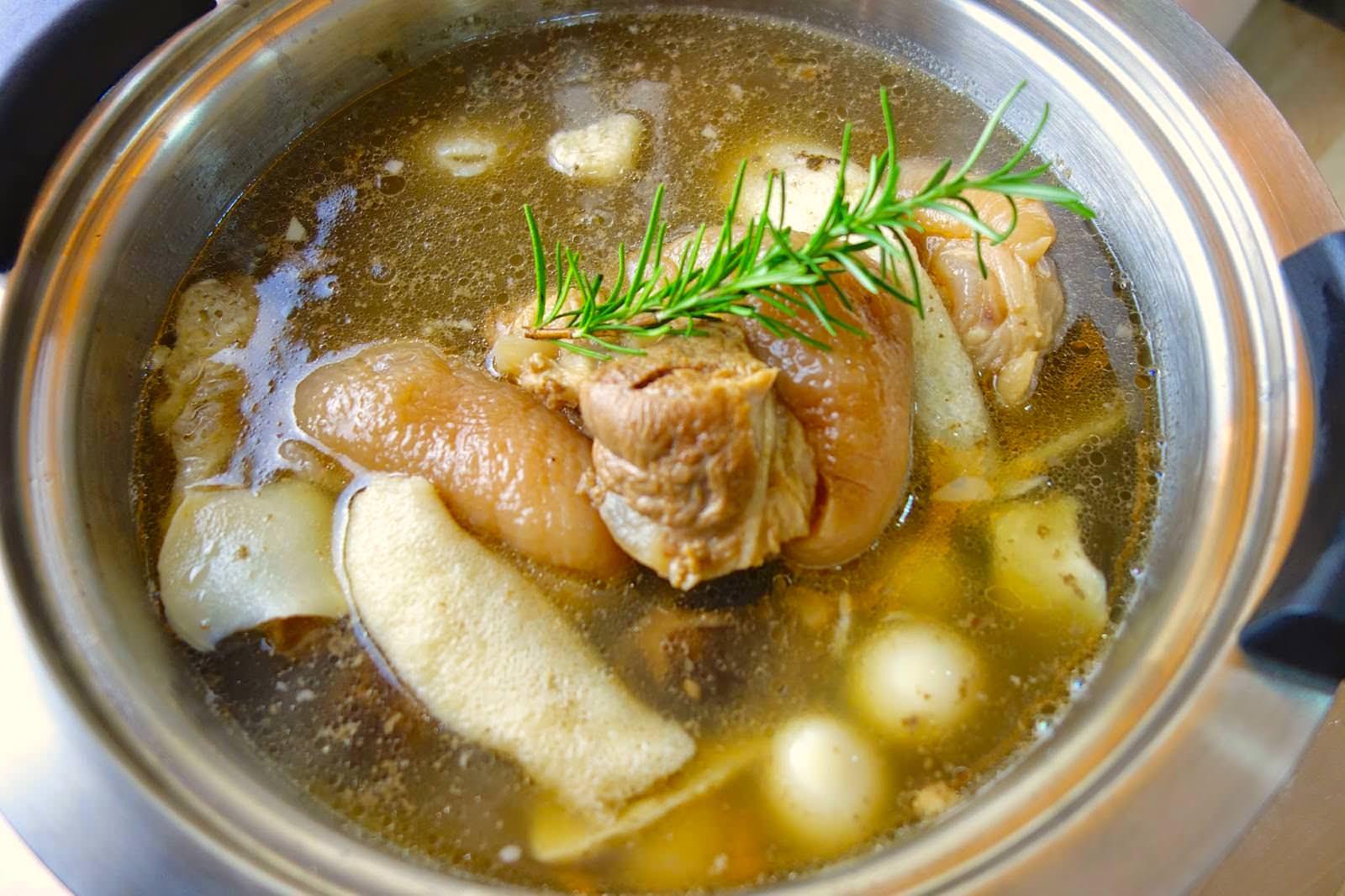 「快鍋簡單做-古早味清燉豬腳」只要掌握幾個訣竅,不會煮飯也能上手!