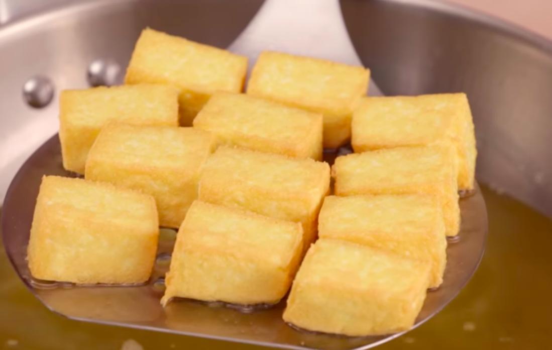 「如何簡單炸出金黃酥脆的老皮嫩肉?」 3 分鐘教你完成經典眷村料理!