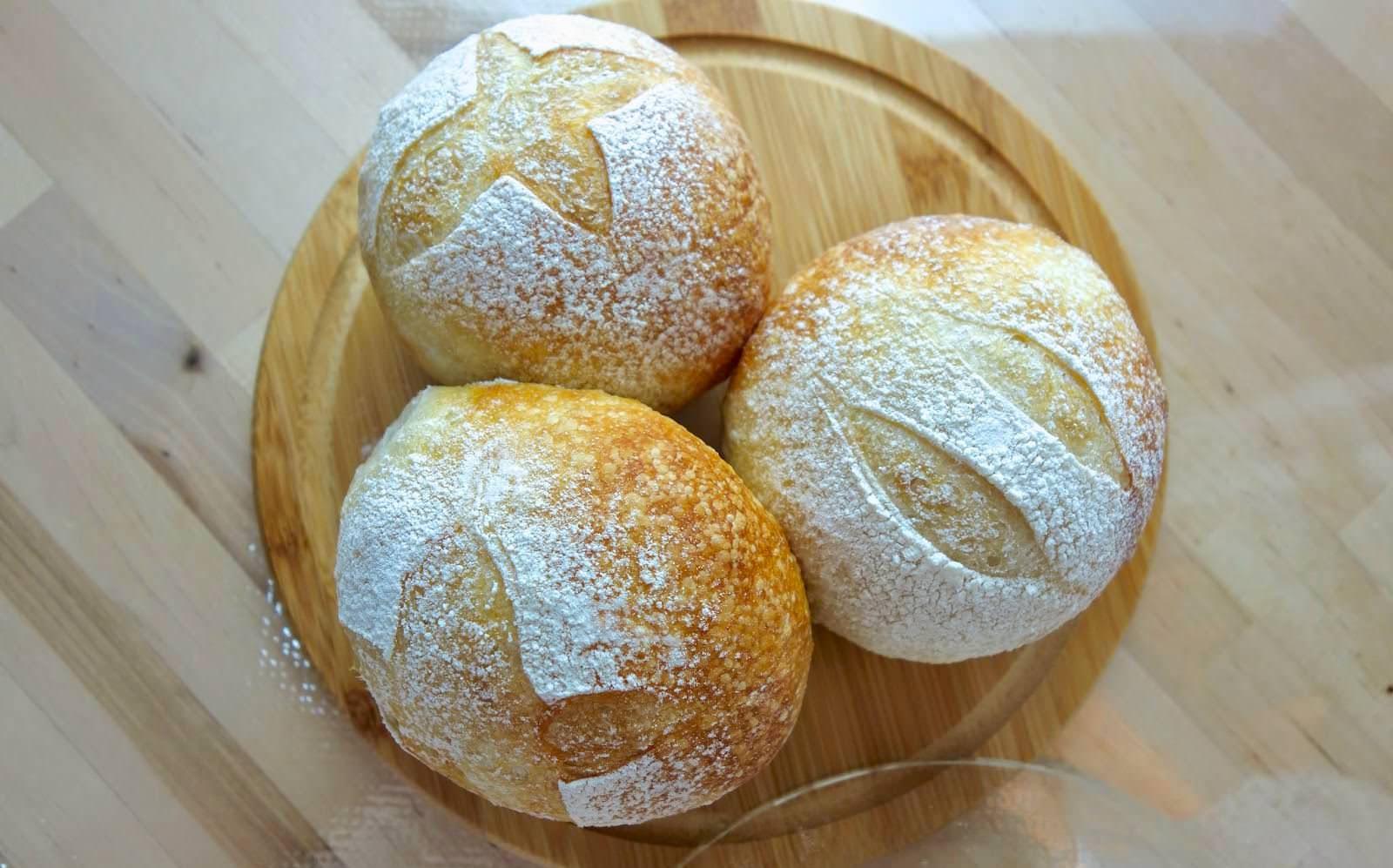 做歐式麵包一點都不難!免揉麵團的基礎歐式麵包做法,5分鐘教你學會