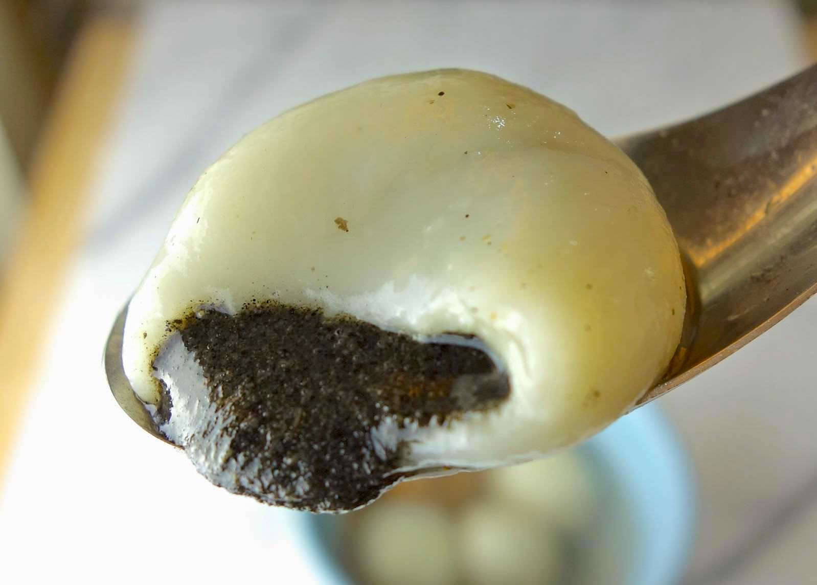 「如何做出會流動的香濃芝麻流沙湯圓?」從麵團到芝麻內餡只需要 4 種材料,一次教會你!