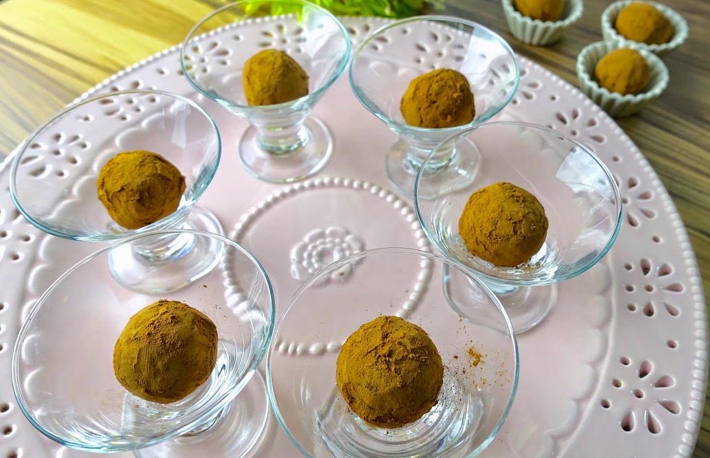10 分鐘教你用吃不完的蛋糕做「松露巧克力蛋糕球」,簡單省錢的做法你一定要會!