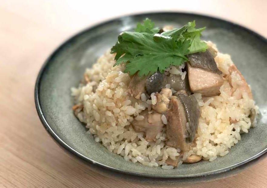 【懶人料理】一鍋到底零失敗的麻油雞飯,看一次就能學會一道暖胃料理!