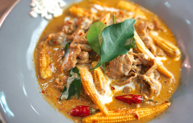 「濃濃的泰式紅咖哩牛肉怎麼做?」只要 4 個步驟就能上桌,新手也能學得會!