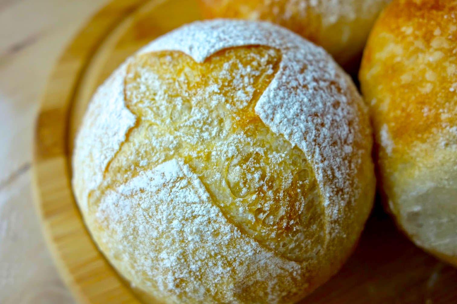 「免揉麵團用平底鍋/烤箱做出歐式麵包」外酥內軟的小技巧,好吃到讓人難以抵抗!