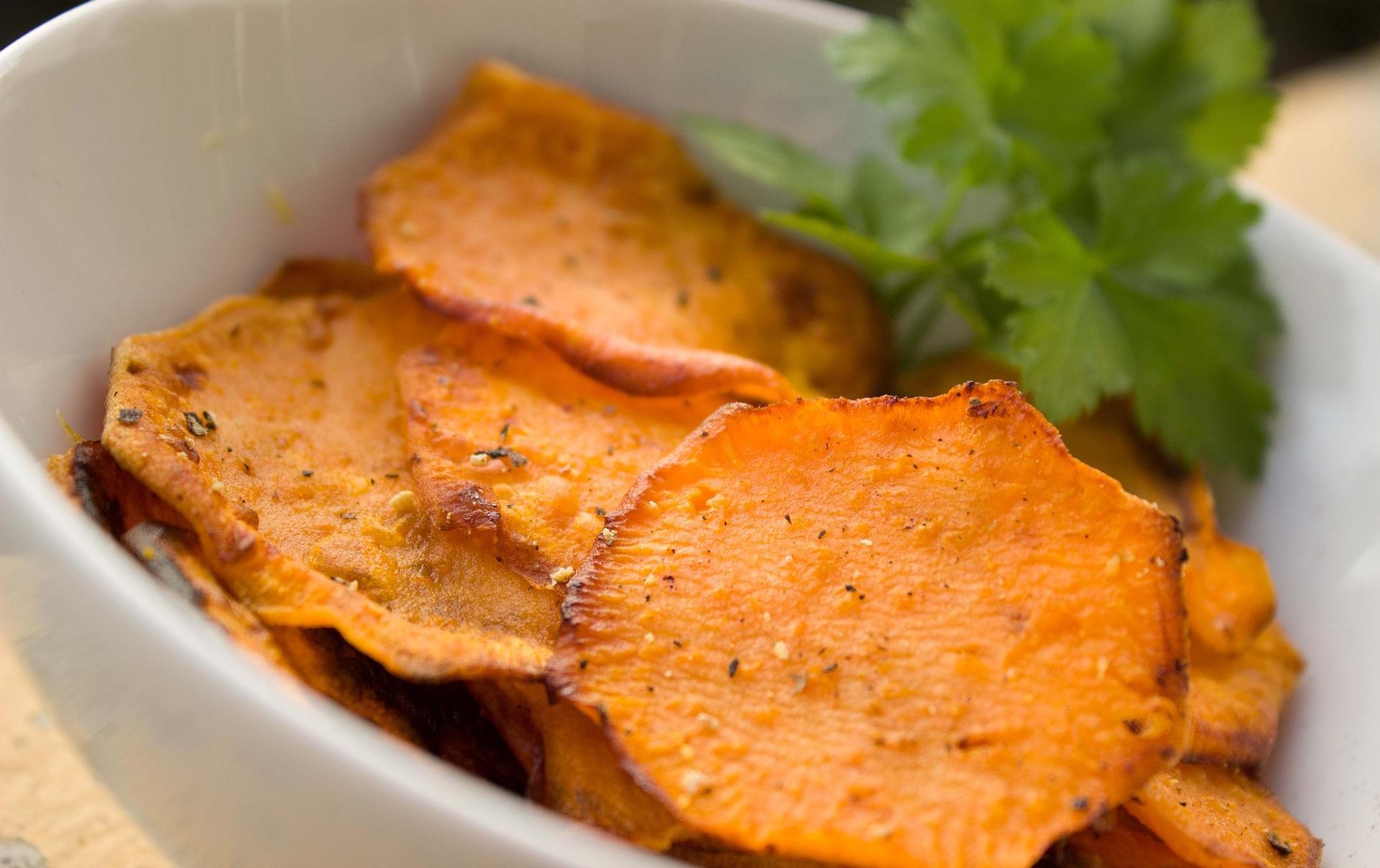 「馬鈴薯片怎麼炸才好吃?」洋芋片不用買了,學會這個小技巧自己做更好吃!