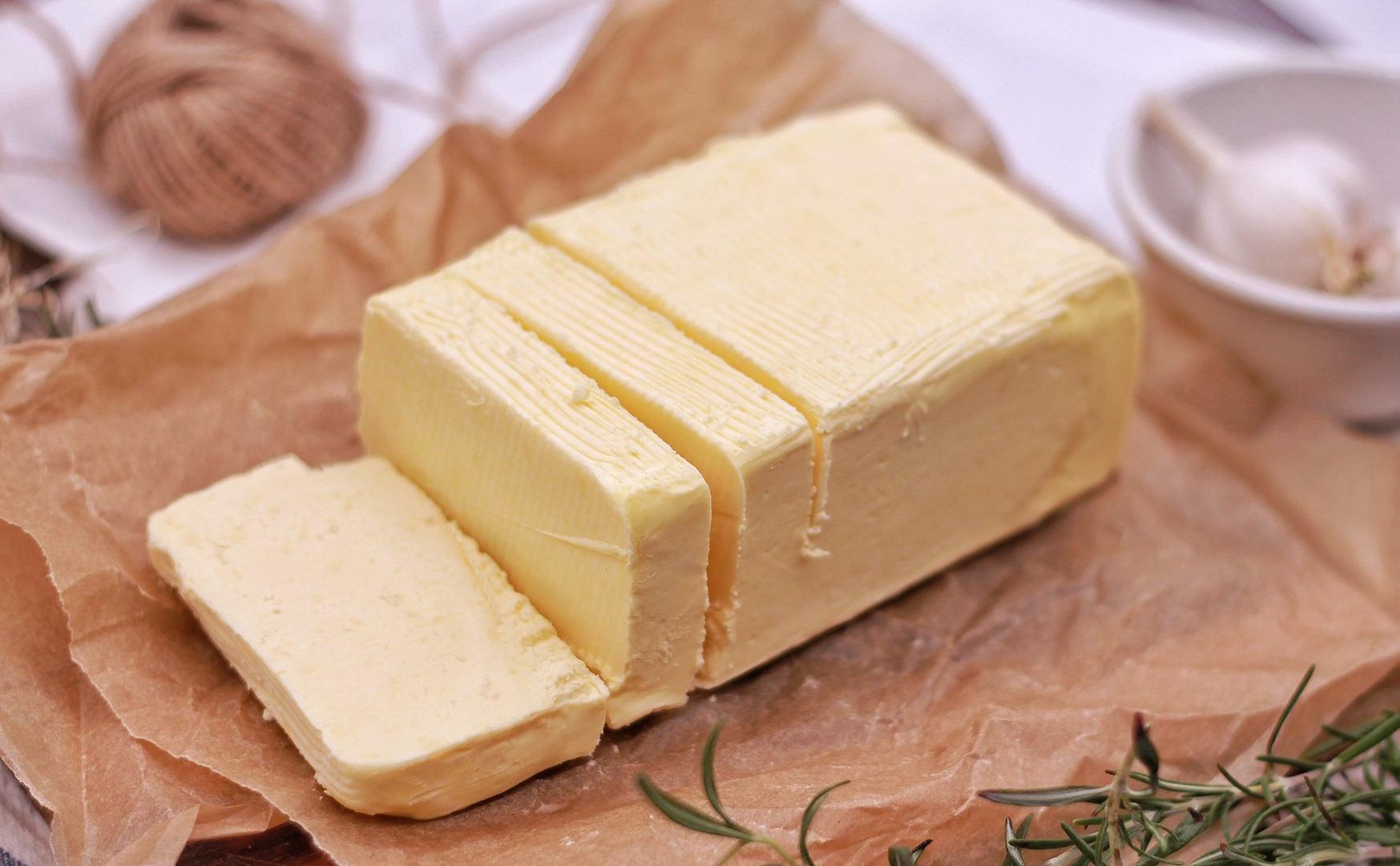 「如何快速軟化鮮奶油?」烘焙必學小訣竅,保證不會失去奶油原本的風味!