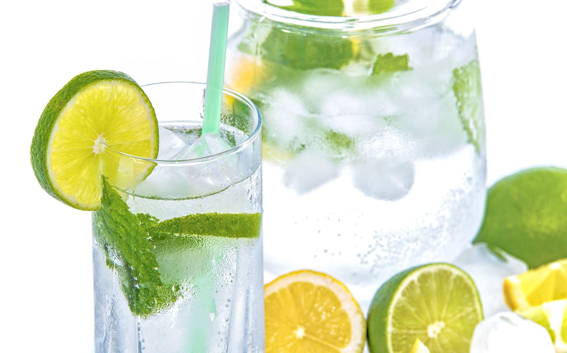「檸檬除了泡檸檬水還有其他的喝法嗎?」這 6 種健康美容的檸檬泡法一定要學起來!