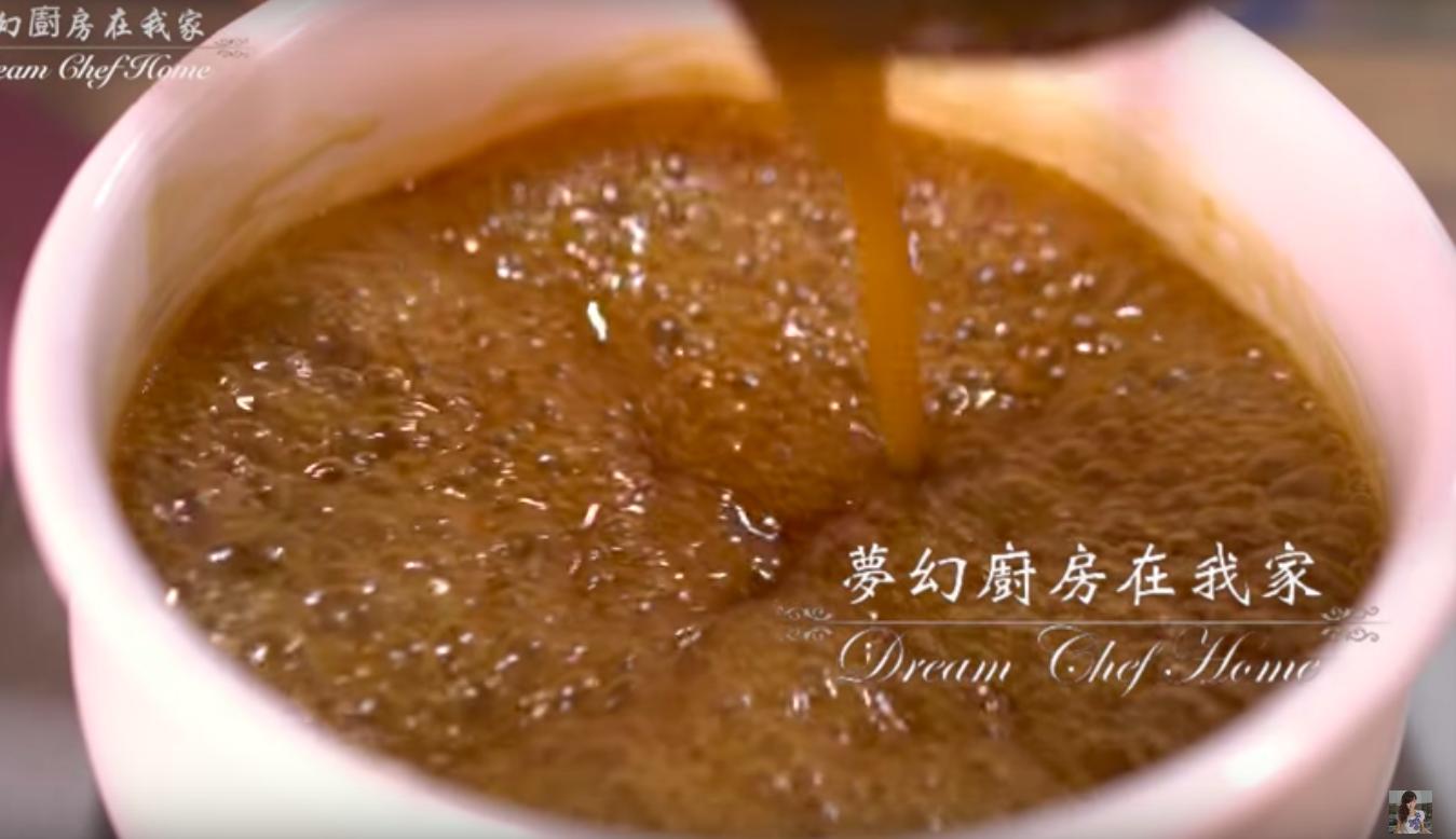 3 分鐘學會做萬用「蒜茸醬油膏」,口感甘甜不死鹹,碗粿、水餃各種小吃都能用!