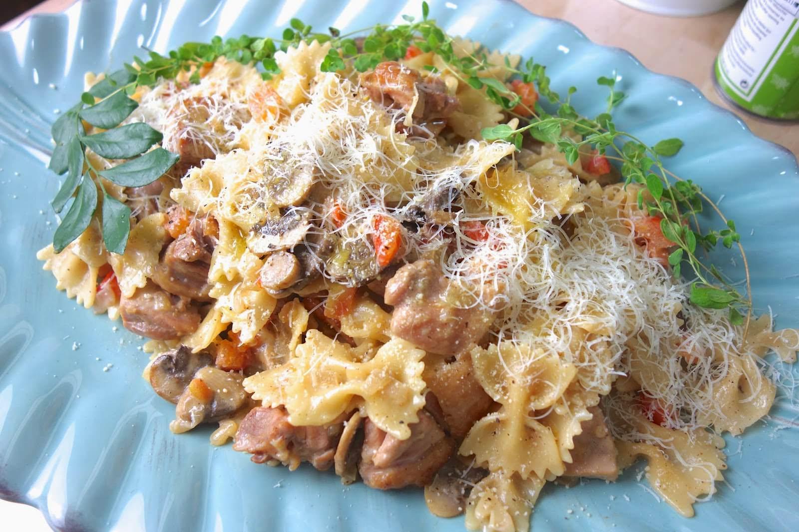 超簡單義式料理!教你煮出廚師級的「白醬雞肉蝴蝶義大利麵」,大人小孩都喜歡