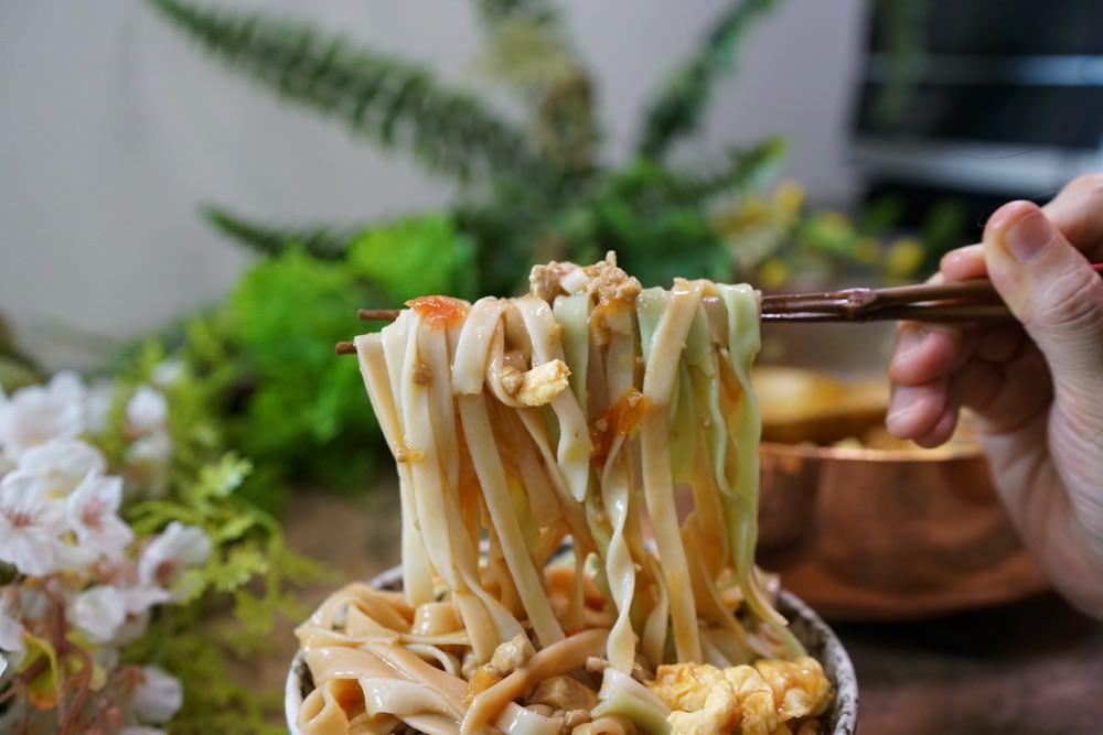 這樣做蔬菜哨子麵真的好吃到不要不要!隨手可得的食材,做出湯鮮味美的哨子麵